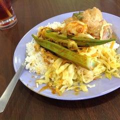 Photo taken at Restoran Ali's Corner by Andrew O. on 7/19/2012