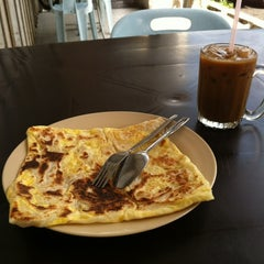 Photo taken at Restoran Kuty Bavoo by Piz S. on 8/27/2012