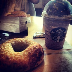 Photo taken at Starbucks by Kenny H. on 8/16/2012