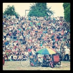 Photo taken at Sonntagskaraoke im Mauerpark by svet b. on 8/5/2012