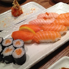 Photo taken at Sushi Zanmai by Cecilia W. on 3/24/2012