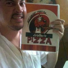 Photo taken at Vitor's Pizza by Osvaldo L. on 5/20/2012