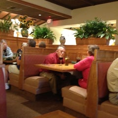 Photo taken at Olive Garden by George D. on 3/16/2012