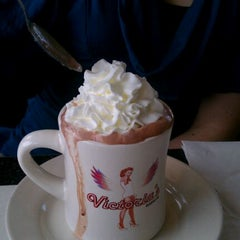 Photo taken at Victoria's Diner by Kapado F. on 2/28/2012