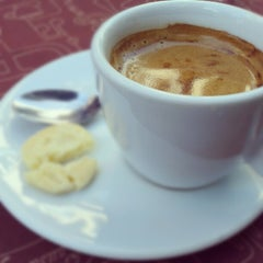 Photo taken at Café do Porto by Arthur A. on 7/25/2012