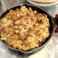 Photo taken at Cheese-ology Macaroni & Cheese by Brian M. on 6/9/2012
