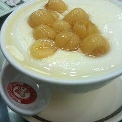 Photo taken at Yee Shun Dairy Company 港澳義順牛奶公司 by seijia2001 on 2/27/2012