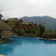 Photo taken at Jambuluwuk Batu Resort by Yenli Z. on 8/21/2012