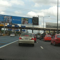 Photo taken at ด่านฯ ประชาชื่น - ขาออก (Prachachuen Toll Plaza - Outbound) by Magicping P. on 8/18/2012