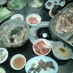 Photo taken at Honey Pig Gooldaegee Korean Grill by Eileen C. on 3/24/2012