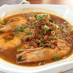 Photo taken at Mee Udang Mak Jah Kuala Sepetang by Zoey T. on 2/21/2012