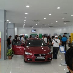 Photo taken at 4S EON Showroom-Proton Sales, Service, Spare Part and Spray & Body Painting by Safiq69 A. on 3/3/2012