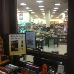 Photo taken at Barnes & Noble by E L. on 2/21/2012