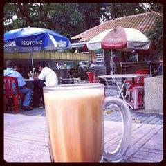 Photo taken at Gerai Bawah Pokok, Taman Tasik Perdana. by Sol B. on 3/23/2012