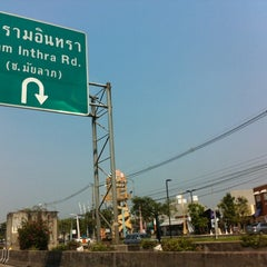 Photo taken at Villa Market (วิลล่า มาร์เก็ท) by (‵▽′)ψⓇⓊⓈⒽνεε🚲 on 2/21/2012