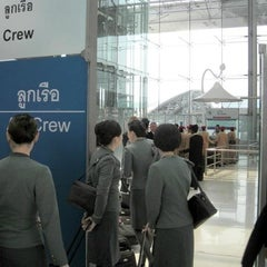 Photo taken at True Shop (ทรูช็อป) by Peter C. on 4/24/2012