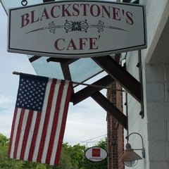 Photo taken at Blackstone's Cafe by Melinda Tovar S. on 5/4/2012