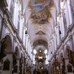 Photo taken at Alter Peter (Katholische Stadtpfarrei St. Peter) by Yuyi Y. on 7/6/2012