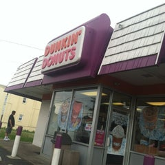 Photo taken at Dunkin' Donuts by Pat on 6/9/2012