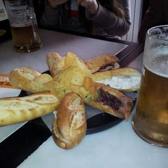 Photo taken at 100 Montaditos by Jesús on 4/29/2012