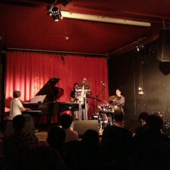 Photo taken at Matt & Phreds Jazz Club by Chunglim M. on 5/11/2012