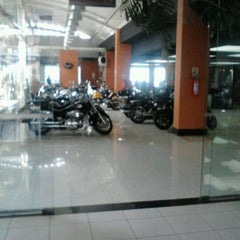 Photo taken at Brasília Harley-Davidson by Anderson B. on 4/24/2012