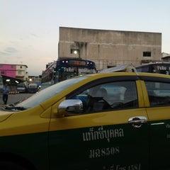 Photo taken at ท่ารถรังสิต-ปทุมธานี by Anucha on 7/20/2012