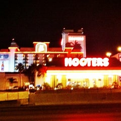 Photo taken at Hooters Hotel & Casino by Alex B. on 6/7/2012