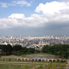 Photo taken at 旭山記念公園 by yuco on 8/18/2012