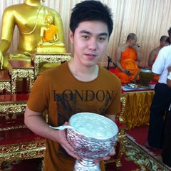 Photo taken at วัดประชุมโยธี อารามหลวง by Pik K. on 8/19/2012