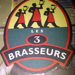 Photo taken at Les 3 Brasseurs by Elizabeth R. on 8/31/2012