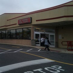 Photo taken at Redner's Warehouse Markets by MUFFIN B. on 5/3/2012