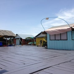 Photo taken at แพชาวบ้าน by Ongart S. on 8/18/2012