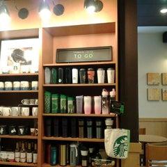 Photo taken at Starbucks (สตาร์บัคส์) by เสกสรร ว. on 4/3/2012