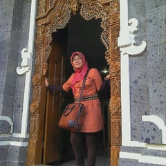 Photo taken at PUSAT OLEH2 KHAS BALI CENING AYU by Nani H. on 5/4/2012