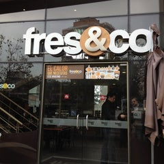Photo taken at Fres&Co by Mario E. V. on 9/6/2012