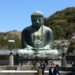 Photo taken at 鎌倉大仏 (Great Buddha of Kamakura) by Apinya S. on 4/12/2012
