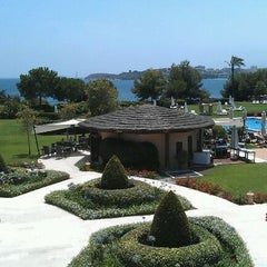 Photo taken at The St. Regis Mardavall Mallorca Resort by Javier G. on 7/14/2012