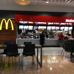Photo taken at McDonald's by Flavio V. on 5/9/2012