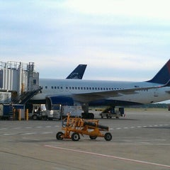 Photo taken at Delta Air Lines Ticket Counter by Kandi on 6/13/2012