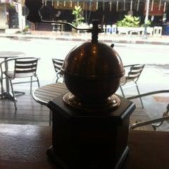 Photo taken at Wawee Coffee (กาแฟวาวี) by Nana W. on 8/10/2012