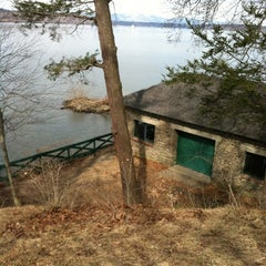Photo taken at Staatsburgh State Historic Site (Mills Mansion) by Brittany H. on 3/4/2012