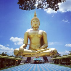 Photo taken at วัดม่วง (Wat Muang) by Moooil Z. on 8/25/2012