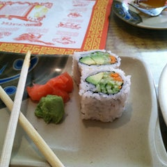 Photo taken at Queen Sushi by Emma N. on 2/5/2012