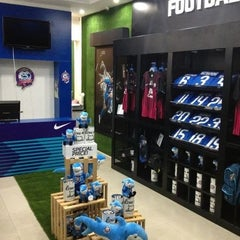 Photo taken at Chonburi F.C. Superstore by Tounote Wipawan C. on 4/19/2012