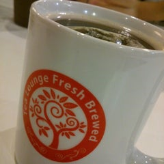 Photo taken at Tea Lounge Fresh Brewed by lim s. on 7/5/2012