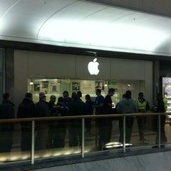 Photo taken at Apple Store, Brent Cross by Dwayne L. on 3/16/2012