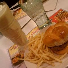 Photo taken at Steak 'n Shake by Kristina on 2/12/2012