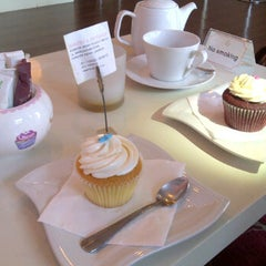 Photo taken at Tea Party Cupcakes by UrbanBedu™ on 6/16/2012