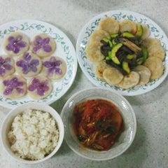 Photo taken at 생활관 조리실습실 by Yeon Jae C. on 6/8/2012